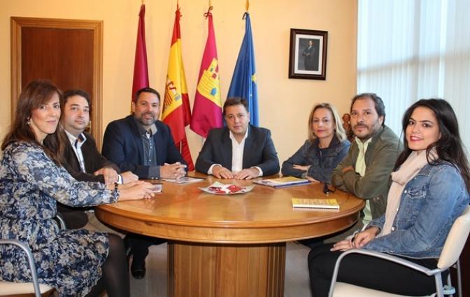 La Fundación Secretariado Gitano de Albacete explica en el Ayuntamiento sus inquietudes