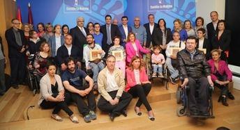 Visita de Cospedal a familiares y asociaciones de discapacitados, en Albacete