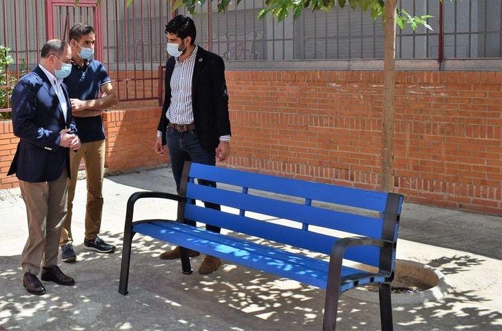 Albacete adquiere más de 140 bancos para instalar en una veintena de colegios públicos de la capital y las pedanías