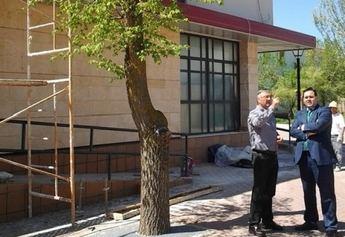 El presidente de la Diputación, Francisco Núñez, visita las obras de reparación de la Casa de la Cultura de Pétrola