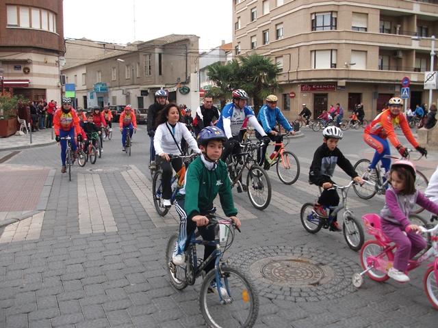 La Policía Local de La Roda comienza las campañas de seguridad en el control de bicicletas y distracciones al volante