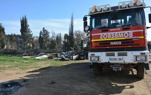 Controlado un incendio en un desguace de vehículos en La Gineta (Albacete)
