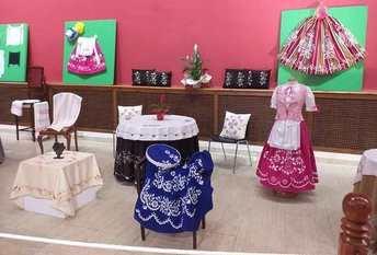 Fin de curso en La Roda para los talleres de bordados y acordeón de la Universidad Popular