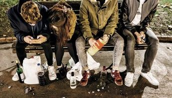 Denunciado un establecimiento en Albacete por vender alcohol a menores y trasladada una menor al hospital por intoxicación etílica