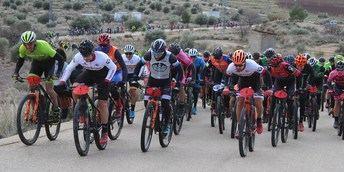 Alberto López y Nieves Giménez ganaron en Ontur la primera carrera del Circuito de BTT de la Diputación de Albacete