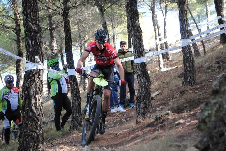 Chinchilla, en un trazado muy conocido para los participantes, acoge la carrera de BTT del Circuito de la Diputación