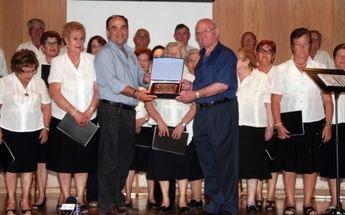 El Ayuntamiento de Villarrobledo rinde homenaje al coro lírico del centro de mayores