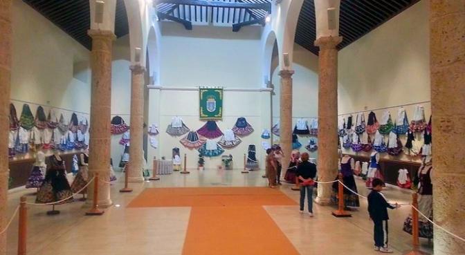 Una muestra reúne casi 200 refajos hasta el día 19 de octubre en La Roda