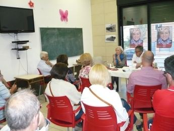 El PSOE hellinero continúa su campaña visitando los barrios de la localidad