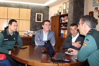 El presidente de la Diputación visita las instalaciones de la Comandancia de la Guardia Civil en Albacete