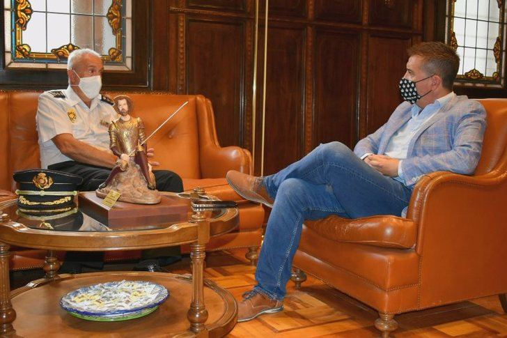 Cabañero agradece en nombre de la provincia de Albacete la profesionalidad del hasta ahora comisario de Policía Nacional