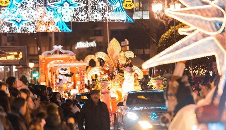 Muchos niños, ilusión, música y color en la Cabalgata de Reyes de Albacete