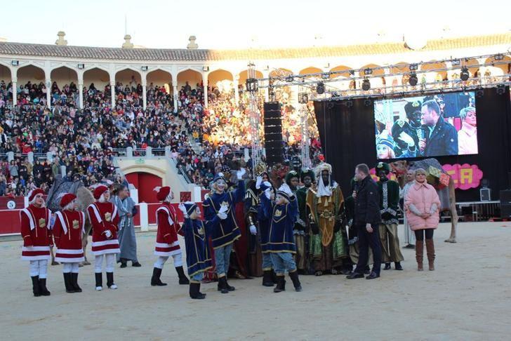 65.000 personas disfrutan de la animada y vistosa Cabalgata de Reyes en Albacete