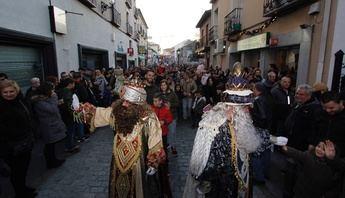 Multitudinario recibimiento a Melchor, Gaspar y Baltasar en la Cabalgata 2019 en Illescas (Toledo)