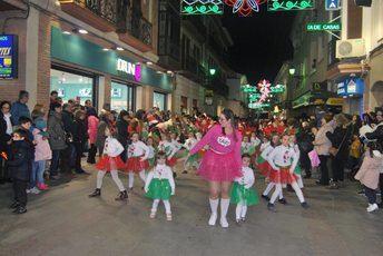 Niños y mayores disfrutaron con la Cabalgata de Reyes de Villarrobledo