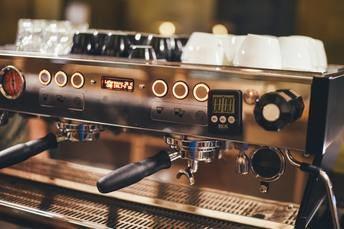 Encuentra la mejor cafetera industrial para tu negocio con esta guía de compra