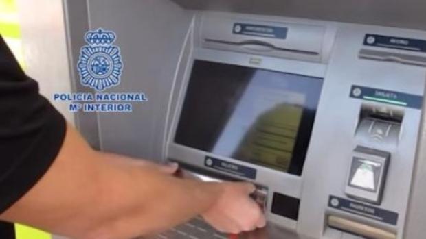 Detenido en Albacete por intentar robar a un agente fuera de servicio cuando sacaba dinero de un cajero