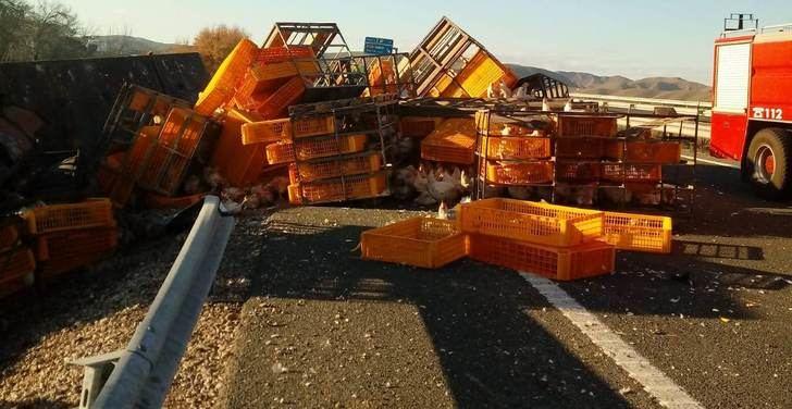 Abierto uno de los carriles de A-30, en Hellín (Albacete), cortado por choque de camiones