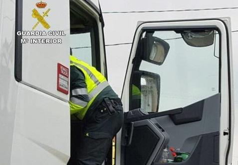 Investigan a un camionero de Albacete que circuló en dirección prohibida en la A-4, en Puerto Real (Cádiz)