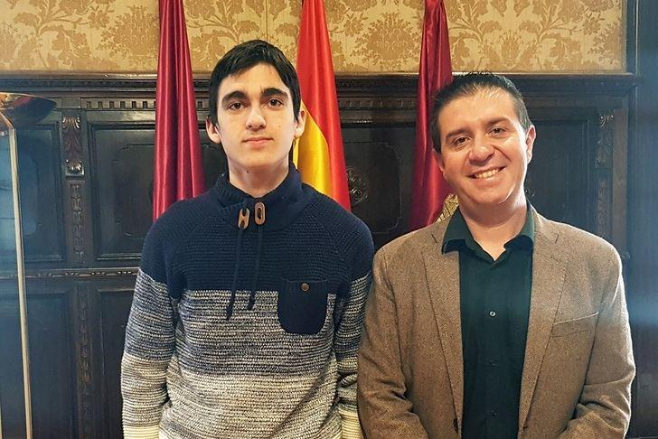 Carlos Víllora, del IES Universidad Laboral de Albacete, clasificado para la fase nacional de la Olimpiada de Física