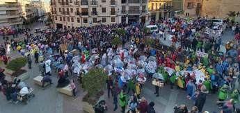 Mucha participación, color y brillantez en el Carnaval de Hellín