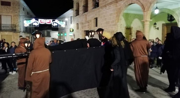 El Bonillo celebró su peculiar entierro de la sardina, como parte de un carnaval tradicional