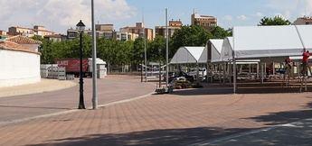 Las carpas van tomando sitio en la 'cuerda' y nos indican la cercanía de la Feria de Albacete