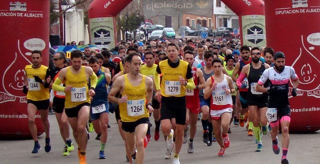 Manu Gutiérrez y María Ángeles Magán ganaron la carrera popular de El Bonillo