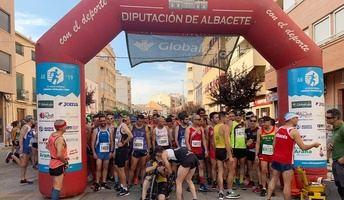 Eva Moreno y Andrés Mico fueron los ganadores de la Carrera Popular 'Cuna del Tambor' de Tobarra