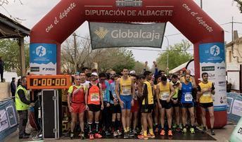 María Ángeles Magán y Pablo López ganaron la Carrera Popular de Minaya, con viento y lluvia