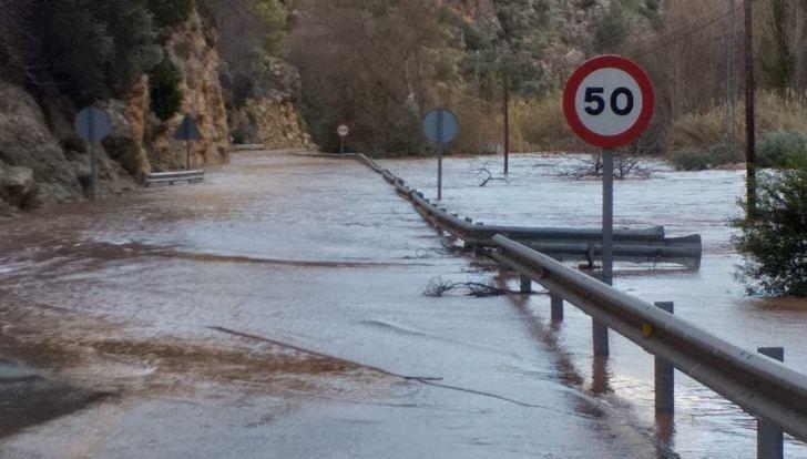 Restablecido el tráfico en la CM-3203 entre Ayna y Elche de la Sierra (Albacete), cortada tras desbordarse el río Mundo