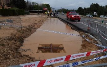 El acceso a Albacete por la carretera de Valencia se corta por inundación y caen nuevos árboles en la carretera del cementerio