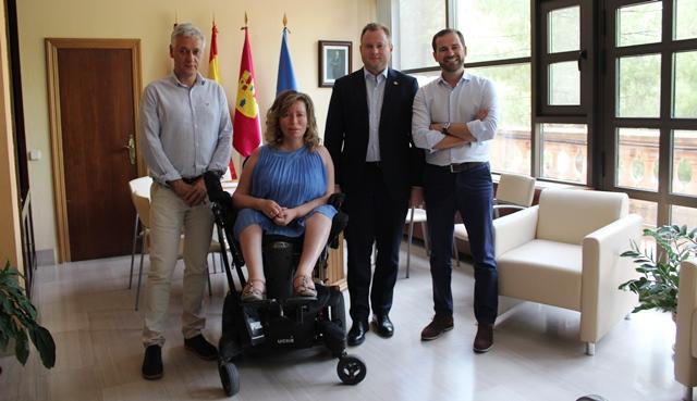 Casañ reivindica 'un Albacete de todos y para todos', en su reunión con Amiab