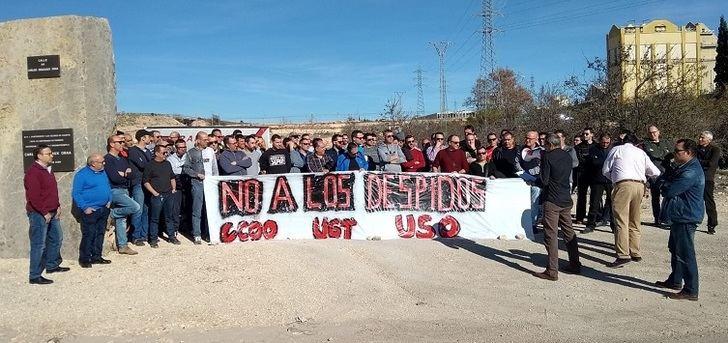 Los trabajadores de Crisnova, en Caudete (Albacete), se movilizan contra el despido de dos trabajadores