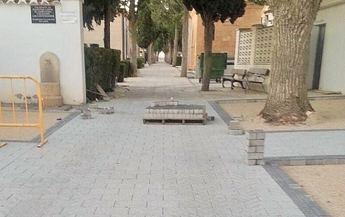 El Ayuntamiento de La Roda ha procedido a adoquinar la zona de acceso al cementerio