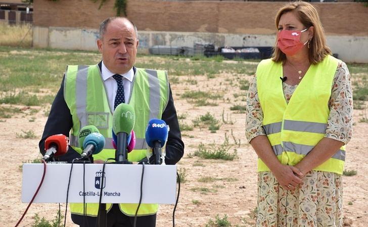 """Emilio Sáez destaca que la construcción del colegio del barrio Universidad demuestra el """"compromiso"""" de la Junta con Albacete"""