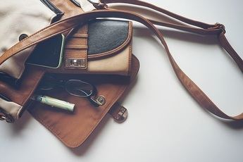 Las posibilidades de los cierres metálicos para bolsos