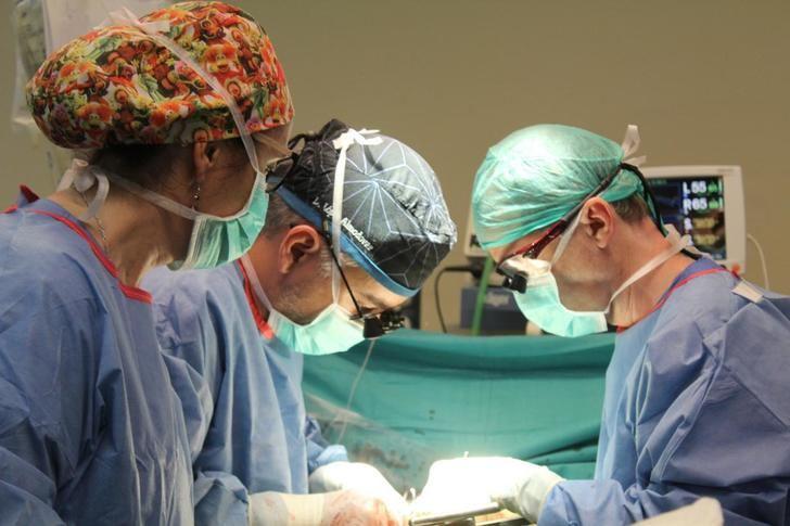 López Almodóvar, cirujano cardiaco del Hospital de Toledo, Cum Laude en su tesis sobre los beneficios de cirugía compleja en la disección aórtica