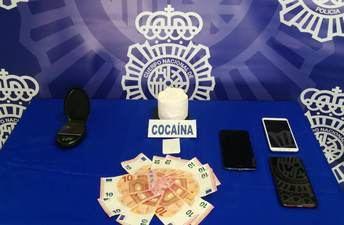 Tres detenidos en Albacete que vendían droga utilizando como 'tapadera' un local comercial