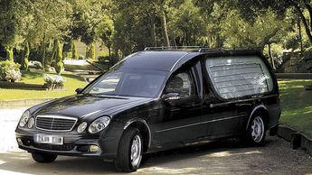 Imagen de archivo de un coche fúnebre-
