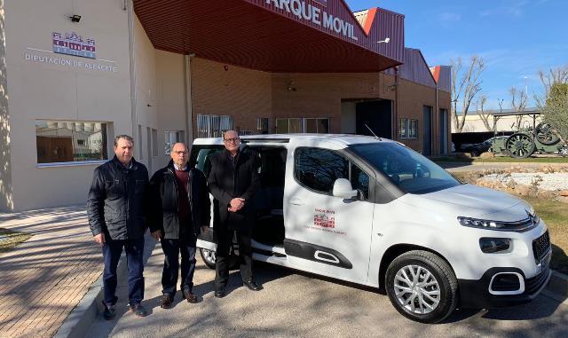 La Diputación de Albacete adquiere un nuevo vehículo para facilitar el traslado de los usuarios de San Vicente de Paúl y la UME