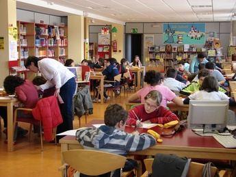 Concursos infantiles de redacción y dibujo en la biblioteca García Carbonell de La Roda con motivo del Día del Libro