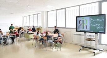 Imagen de la inauguración el lunes de un colegio en Villamalea (Albacete).
