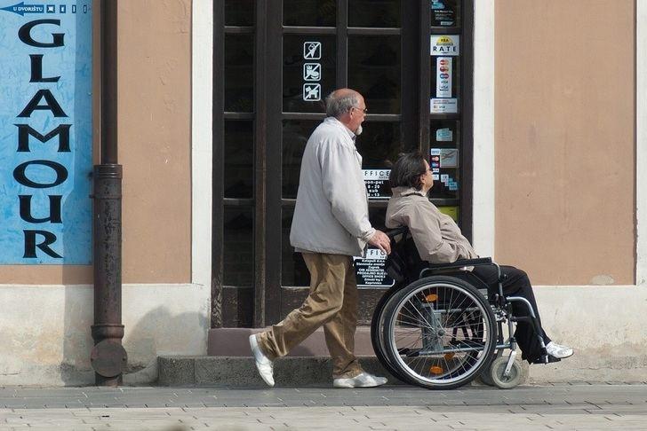 ¿Cómo hacer una vivienda accesible para personas dependientes?