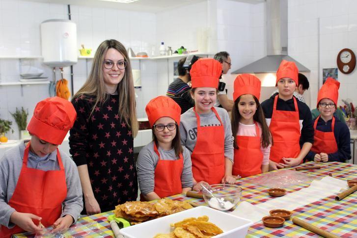 Un centenar de escolares de La Roda participarán en los talleres de disfraces y fritillas