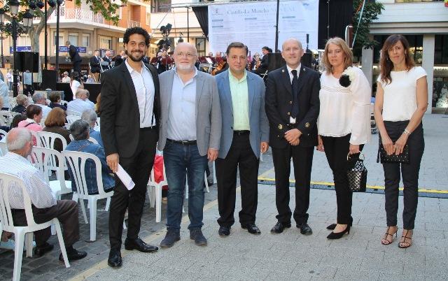 Concierto de la Banda Sinfónica de Albacete en la Plaza de la Catedral para abrir los actos del día de Castilla-La Mancha