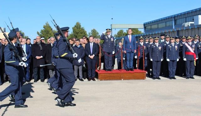 Entrega de condecoraciones en la Base Aérea de Los Llanos de Albacete, con presencia municipal