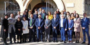 Page anuncia en La Roda que se abrirá una nueva oficina de empleo y mejoras en colegios