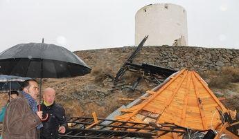 Visita del delegado del gobierno tras los importantes daños causados por el viento a los molinos de Consuegra.