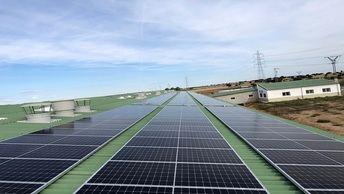 La instalación de paneles solares reduce la factura eléctrica de las empresas